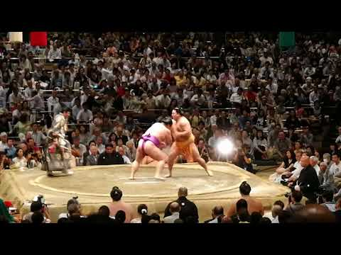 Видео с соревнований по сумо, 2018