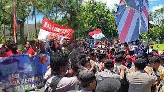 Suporter Sepak Bola Indonesia Demo, Sempat Terjadi Aksi Saling Dorong