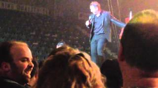Johnny Reid - fire it up (live) Johnny 's a good dancer.