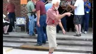 Старики танцуют отжигают