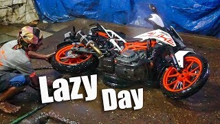 Celebrating Lazy (Aalsi) Day with KTM Duke 390