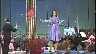 Parashqevi Simaku Në Moshën E Rinisë with Lyrics - YouTube