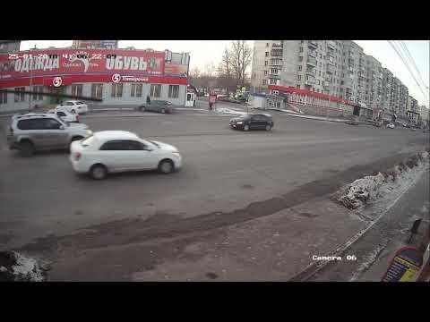 Столкновение на перекрёстке в Челябинске