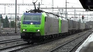preview picture of video 'Swiss trains vol 5: Thun HBf on a wet afternoon.wmv'