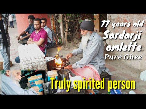 पाकिस्तान से लौटे 77 साल के सरदार जी खिला रहे हैं देशी घी वाला ब्रेड आमलेट प्रगति मैदान दिल्ली में