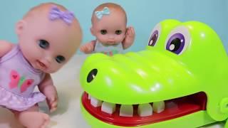 Куклы Пупсики Играют в игру КрокоДантист: Мистер Зубастик Зырики ТВ