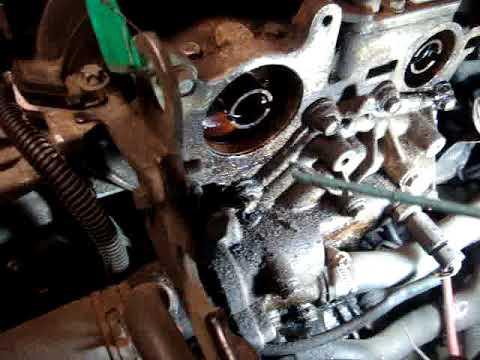 Der volle Tank des Benzins verausgabt sich vom ersten Motor für 8 tsch und zweiten für 6 Stunden