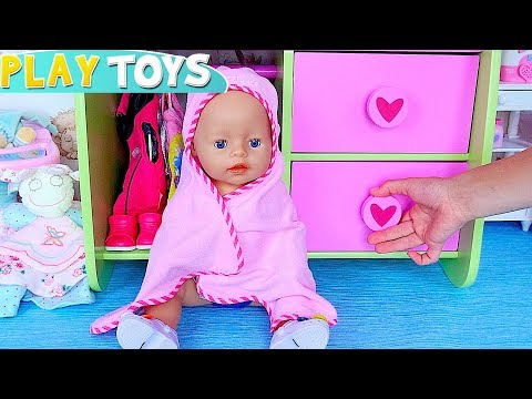 Baby Born doll play bath time toys in the dollhouse with pink towel! 🎀