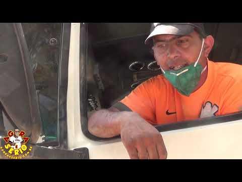 Caminhoneiros trabalham com máscara para se proteger do pó produzido pelo Sistema Produtor São Lourenço