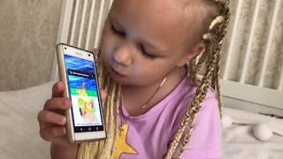 Алиса РАЗБИЛА телефон и показала игры в которые она играет !