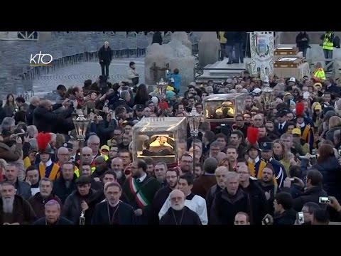 Procession des reliques des saints Padre Pio et Léopold Mandic