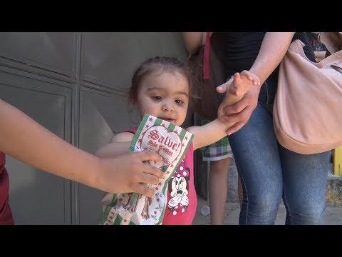 Tradição de distribuir doces no dia de Cosme e Damião segue viva