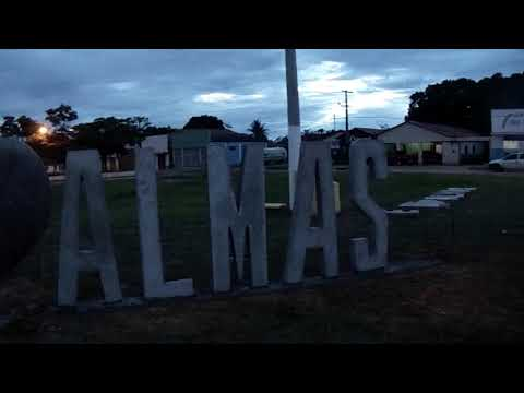 Eu amo Almas o início da instalação do letreiro