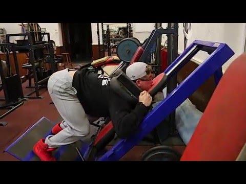 Front squats on hack squat machine Works dreams !! - Butler