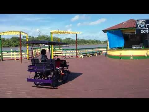 Dirigindo bicitaxi em Afuá/PA