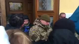 Бойцы Семенченко закрылись в Октябрьском дворце
