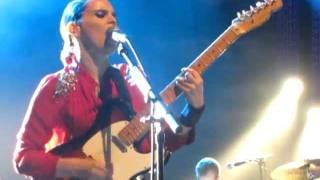 Anna Calvi - Guitar Solo/Love won't be Leaving