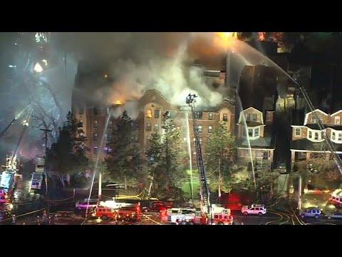 العرب اليوم - شاهد: حريق داخل مبنى مؤلف من أربعة طوابق في ولاية فيلادلفيا الأميركية