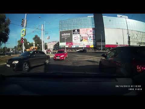 Экскаватор столкнулся с трамваем в Самаре