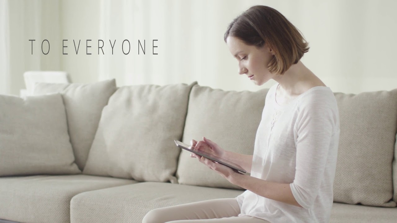 Standbild aus Imagefilm: Frau am Tablet