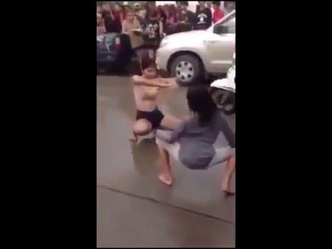 เด็ดมาก   สาวเต้นยั่วกลางถนน