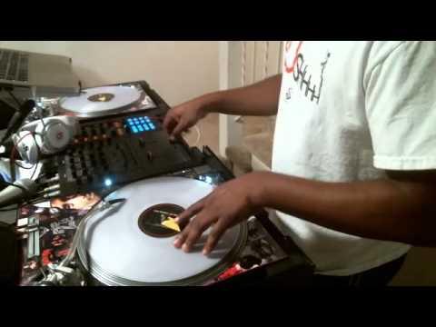 DJ TEEBOY scratching…