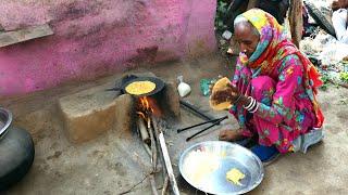 INDIAN OLD WOMAN MAKING MAKKI ROTI💖RURAL LIFE OF PUNJAB/INDIA 💖VILLAGE LIFE OF PUNJAB/VILLAGERLIFE