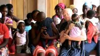 preview picture of video 'Per non abbandonare la scuola - Camerun - Avvento 2012'