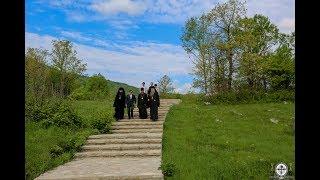 Посещение мемориала захоронений Дола где было убито сотни женщин, стариков и детей