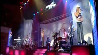 Atomic Kitten - Dancing In The Street  Live (Party At The Palace)
