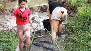 2人の姉妹が魚を捕まえる-カンボジアで釣る美しい女の子-釣りの方法-パート120