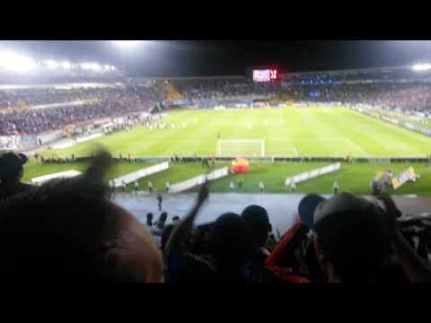 """Esta noche embajador no le falles a tu hinchada.  BLUE RAIN"" Barra: Blue Rain • Club: Millonarios"
