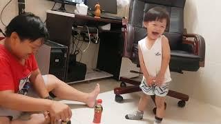 Tin và anh Hai Chơi Trò Vui Thảy Chai Nước| Kids Toy Media