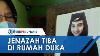 Isak Tangis Keluarga Pecah saat Jenazah Pramugari NAM Air, Korban Jatuhnya SJ 182 Tiba di Rumah Duka