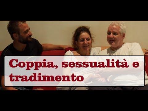 Uomini divertenti da massaggio prostatico