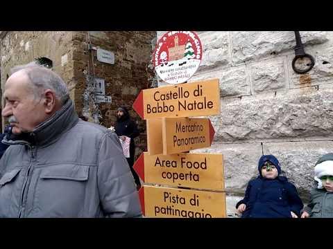 В Монтэпульчано готовы к новому году. Тоскана. \ Montepulciano. Toscana.
