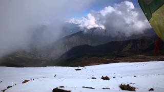 preview picture of video 'Gosaikunda pass (4380m) ascent - Frozen Lakes trek, Nepal 2014'