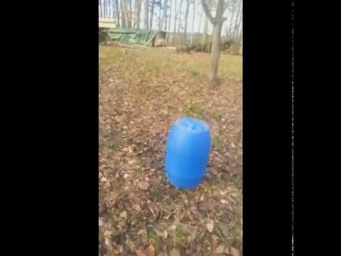 Böller Test - 2 verschiedene Kanonenschläge - Metall Eimer in die Luft Jagen (Deutsch) HD