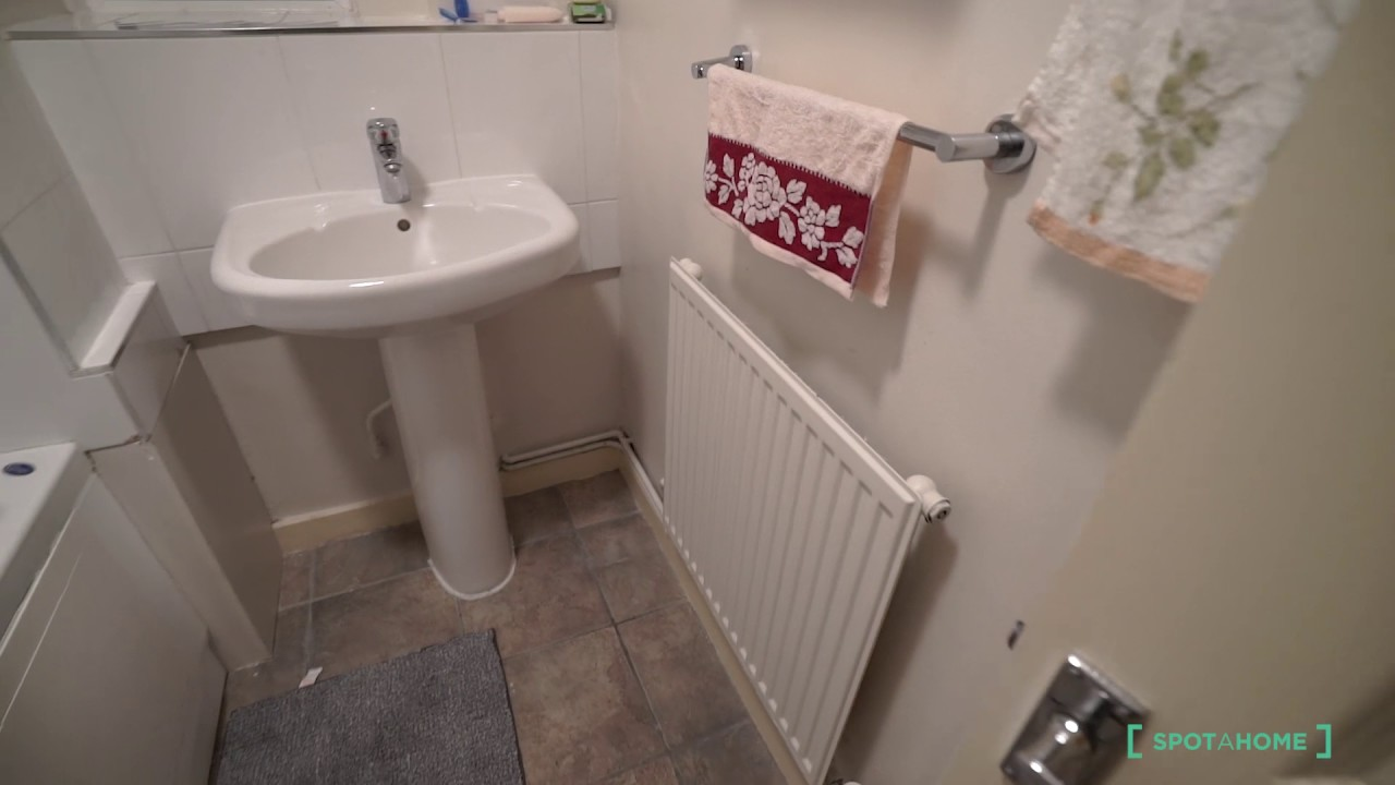 Spacious rooms to rent in 3-bedroom flatshare in Camden