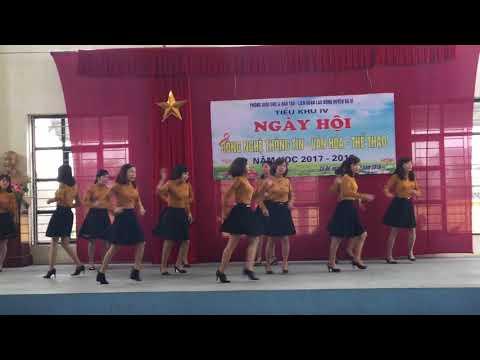 Nhảy khiêu vũ trong ngày hội CNTT - VHTT tiểu khu IV