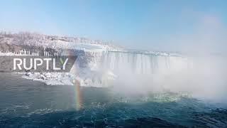 Kanada: Wodospad Niagara częściowo zamarza, gdy zimowa burza przynosi przenikliwe zimno.