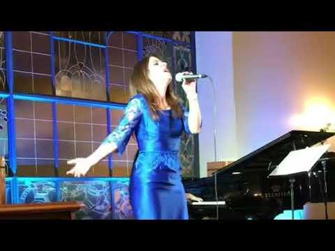 Masha en Moscu en duo con una pianista, gran hotel Metropol