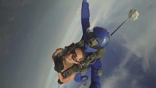 Прыжки с парашютом. Высота -4 км.. Свободное падение - 200 км./час..