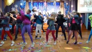 11-й класс в стиле 90-х (Новый Год 2015-2016 КСОШ №1 п.Курагино Красноярский край)