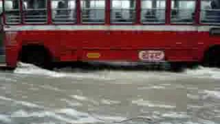 preview picture of video 'Mumbai Rain - Bandra flooding - waiting for bus'