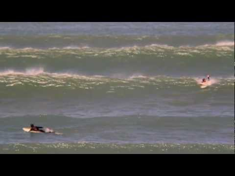 Solid pumping waves for surfing at Middleton Point