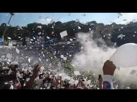 """""""Recibimiento Alianza vs Santa Tecla final 2016!! Como no te voy a querer"""" Barra: La Ultra Blanca y Barra Brava 96 • Club: Alianza"""