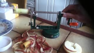 Как быстро почистить яблоко