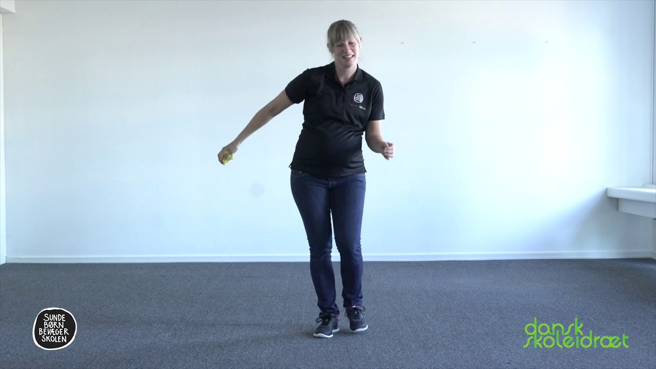 4.3 - Kryds ben med en rekvisit