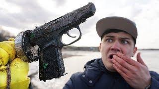 Поднял со дна жуткий пистолет с помощью гигантского магнита